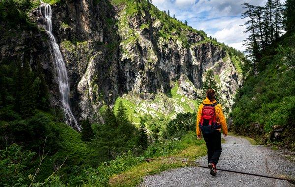 Wandern am Wasserfall