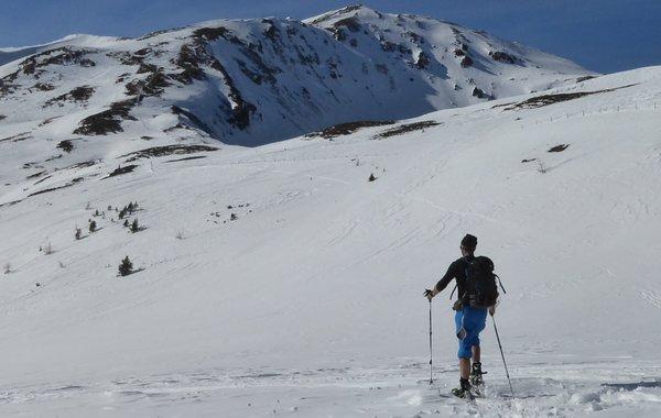 Lugauer-Tourenhose von Hyphensports bei einer Schneeschuhwanderung
