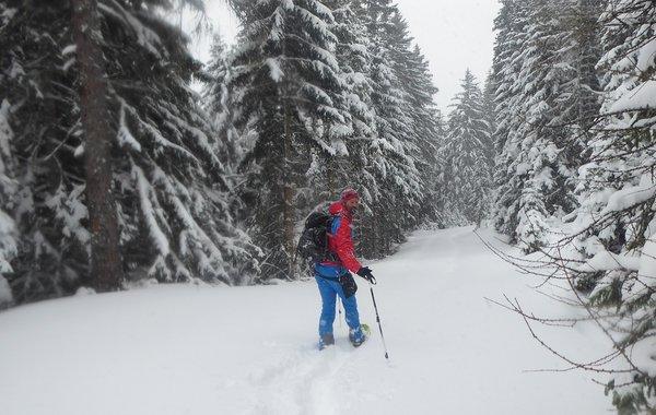Hyphensports für Wandern im tiefen Winter
