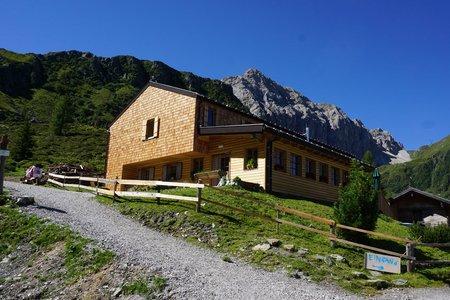 Porzehütte (1942m) vom Klapfsee