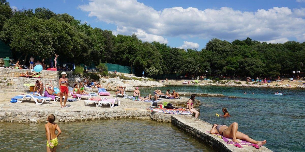Baden im Ferienort Funtana unweit vom Polidor Campingplatz