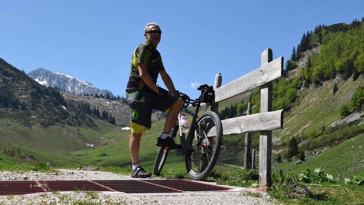 Ernst mit Bike im Kaiserwinkl