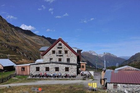 Franz Senn Hütte (2145 m) von der Oberissalm