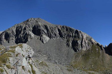 Rauhkopf (3070 m) vom Parkplatz Budam