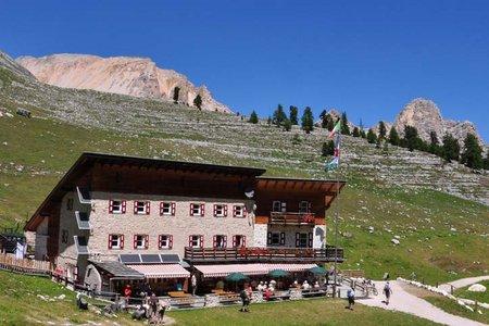 Schutzhütte Lavarella (2050 m) von Pederü
