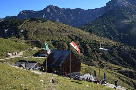 Plumsjochhütte (1630 m) von der Gern Alm