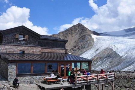 Similaunhütte (3016 m) von der Martin Busch Hütte