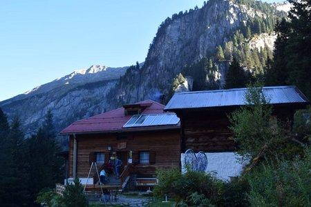 Grawandhütte (1636 m) vom Alpengasthof Breitlahner