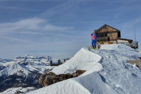 Nuvolau (2574m) von der Talstation des Cinque Torri Sesselliftes