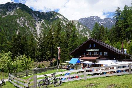 Lehnberghaus vom Badesee Mieming