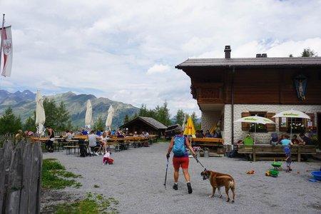 Versing Alm (1964m) von der Bergstation der Medrigjochbahn