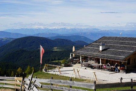 Almhütte Messnerjoch (1930 m) von Welschnofen