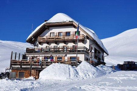 Senneshütte (2126m) vom Parkplatz Pederü