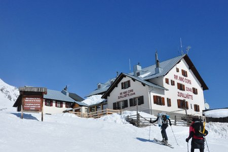 Zufallhütte (2265 m) aus dem Martelltal