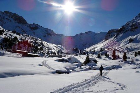 Lizumerhütte (2019 m) vom Lager Walchen