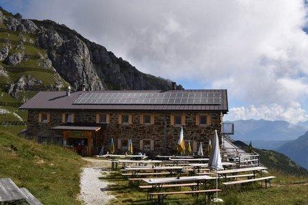 Tag 1: Kreuzjoch – Starkenburger Hütte