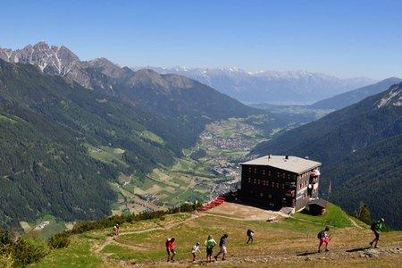 Elferhütte (2080 m) von der Bergstation Elfer