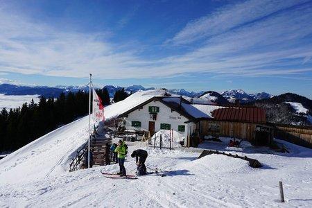 Altkaser Alm (1279 m) vom Parkplatz Erlerberg