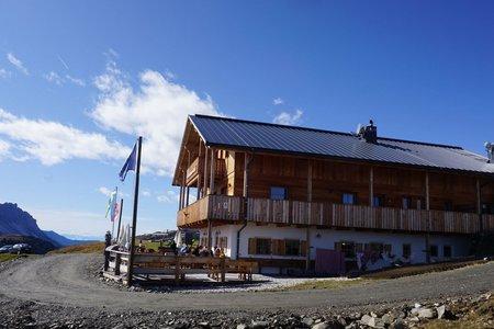 Maurerberghütte (2157m) vom Parkplatz Pé de Börz