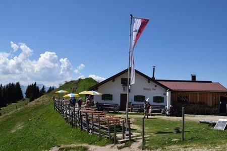 Altkaser Alm (1279 m) vom Parkplatz Goglalm