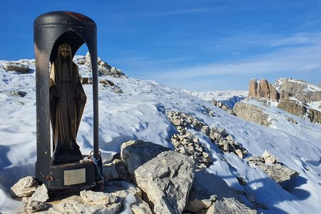 Ra Gusela (2595m) von der Talstation des Cinque Torri Sesselliftes