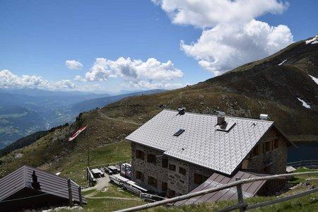Radlsee Hütte (2284 m) vom Parkplatz Kühhof