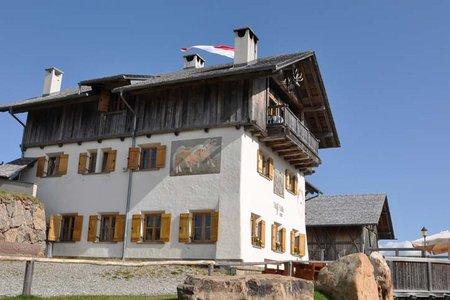 Stöffl Hütte (2057 m) vom Parkplatz Kaseregg