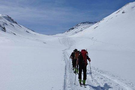 Similaunhütte (3019 m) von der Martin Busch Hütte