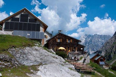 Coburger Hütte (1917 m) von der Ehrwalder Almbahn