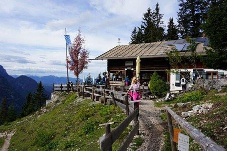 Brunnsteinhütte (1560m) vom Parkplatz Brunnsteinhütte