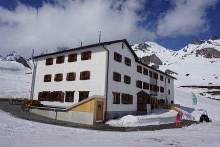 Heidelberger Hütte (2264m) vom Piz Val Gronda