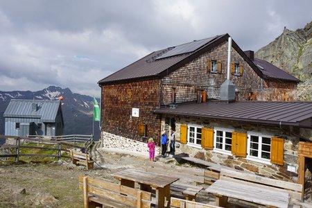 Hildesheimer Hütte (2899m) von der Stubaier Gletscherbahn