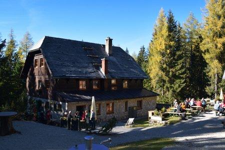 Rohrauerhaus (1308m) vom Parkplatz Bosruckhütte