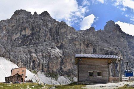 Italienische Tribulaunhütte (2368 m) von St. Anton
