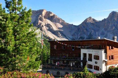 Faneshütte (2060 m) von der Capanna Alpina