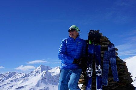 Kalvenwand (3061 m) vom Parkplatz Talschluss