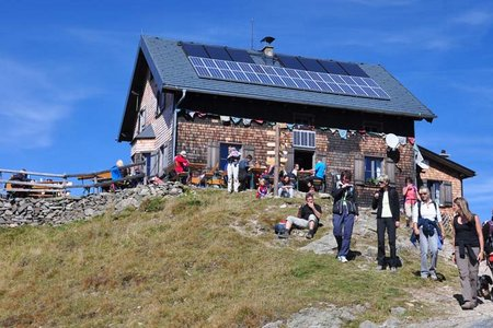 Kellerjoch Hütte (2237 m) vom Loassattel