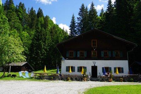 Forsthaus-Jausenstation Aquila von Fall am Sylvensteinstausee