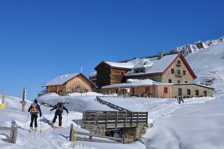 Franz Senn Hütte (2147 m) von der Amberger Hütte