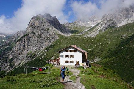 Steinseehütte (2061m) von der Alfuzalm