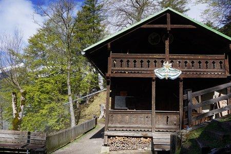 Alpensöhnehütte (1345m) vom Parkplatz Halltal