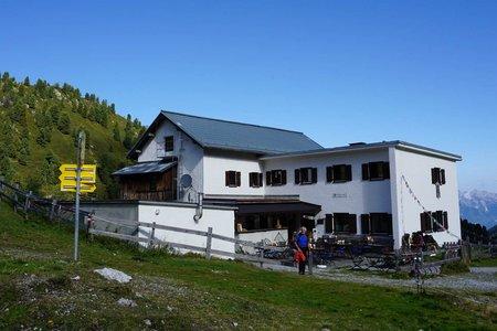Adolf Pichler Hütte (1977m) vom Hoadl