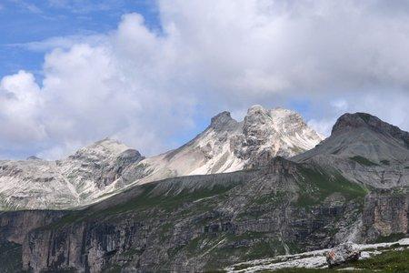 Östliche Puezspitze (2913 m) vom Grödner Joch