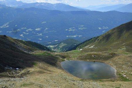 Grünbachsee (2258 m) vom Parkplatz Gelenke