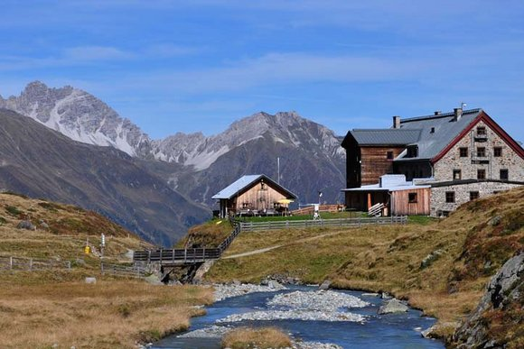 Hüttenwanderungen in den Ost- und Westalpen