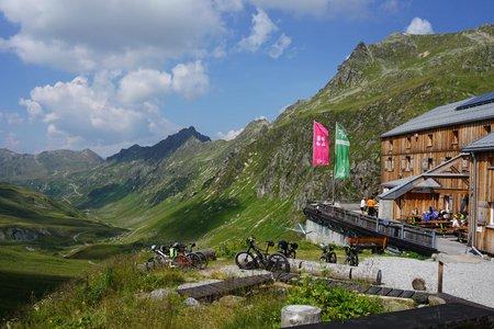 Heilbronner Hütte (2320m) vom Alpengasthof Zeinisjoch