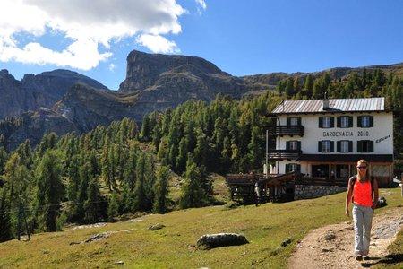 Gardenacia Hütte (2050 m) von Stern–La Villa