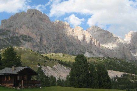 Regensburgerhütte (2040 m) vom Col Raiser