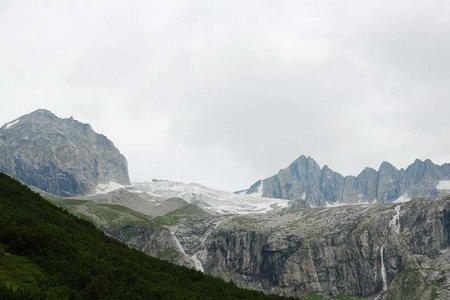 Plauener Hütte (2364 m) aus dem Zillergrund