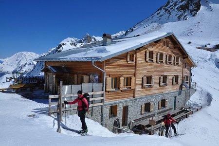 Marteller Hütte (2610 m) vom Parkplatz Hintermartell